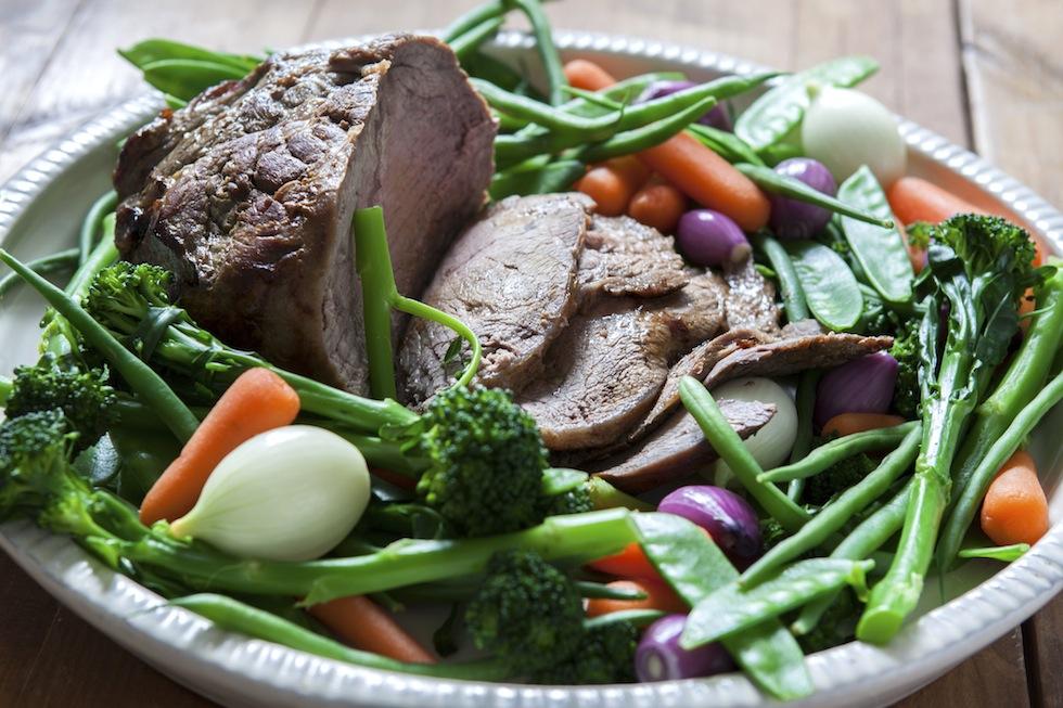 Stekklassiker som får lätt syrlig ton efter långmarinering i svagdricka och vinäger.