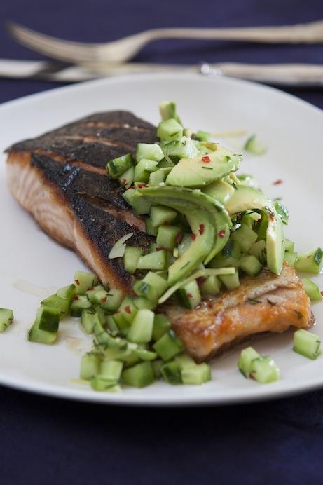 Den knapriga fiskbiten gifter sig bra med heta grönsaker.