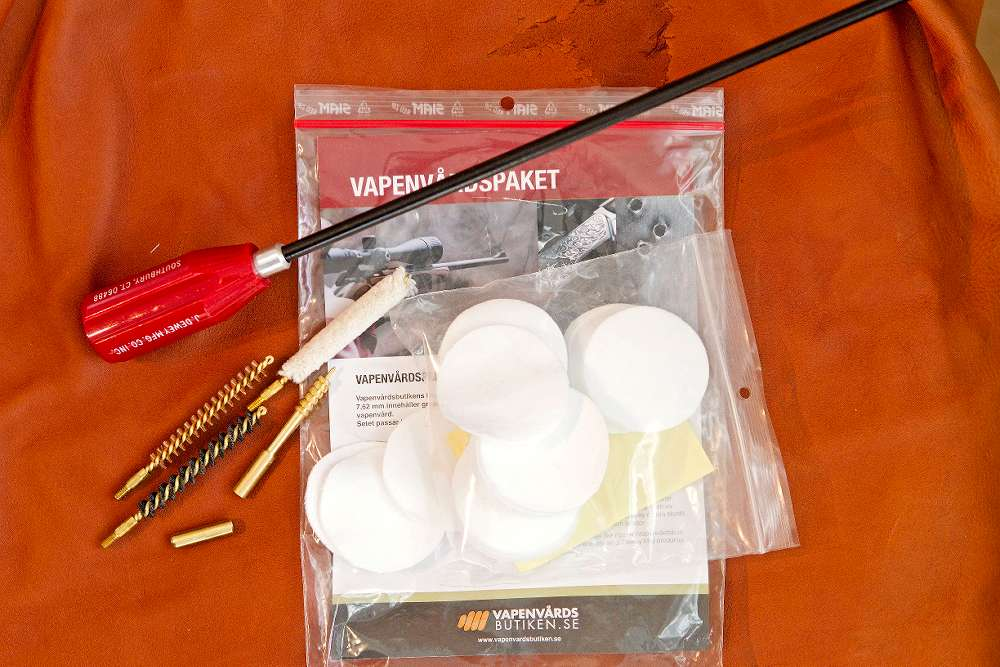 Vapenvårds produkter. Läskstång mässingborste jagg linnelappar draglappar solvent