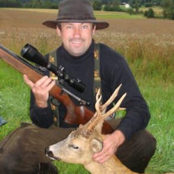 Jägaren Kenth utmanar våra fördomar: Kolla in hans tidsfördriv i jaktkojan